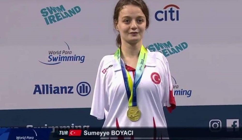 """VİDEO - """"Balıkların da kolları yok"""" dedi, Yüzmeye başladı! Sümeyye Boyacı, altın madalya kazandı!"""