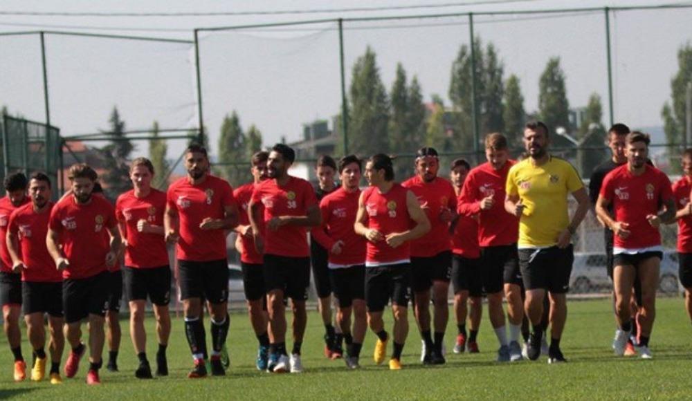 Eskişehirspor'un yeni transferleri krizin çözülmesini bekliyor