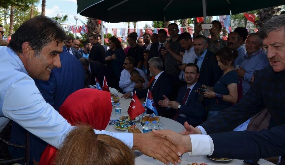 Trabzonspor bayramlaşma töreninde Sosa, Ağaoğlu'nun elini öptü!
