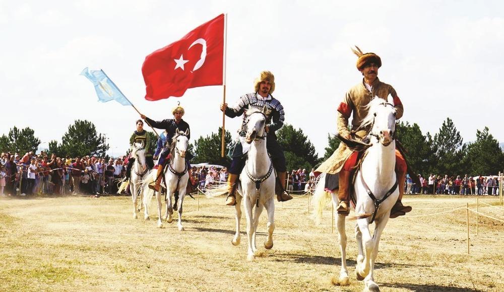 29. Geleneksel Atatürk ve İstiklal Kupası At Yarışları yapıldı!