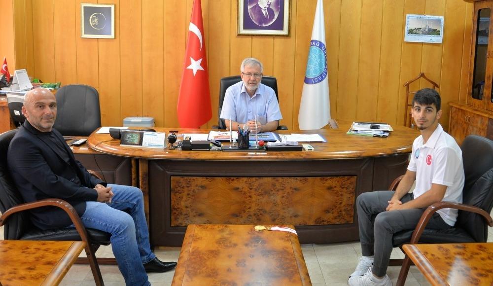 Milli Karate Sporcusu Eray Şamdan, Rektör Prof. Dr. Yusuf Ulcay'ı ziyaret etti