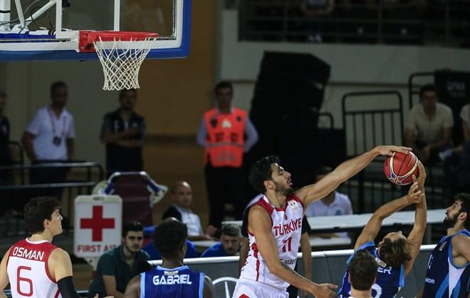 A Milli Erkek Basketbol Takımı, Türk Telekom'u yendi