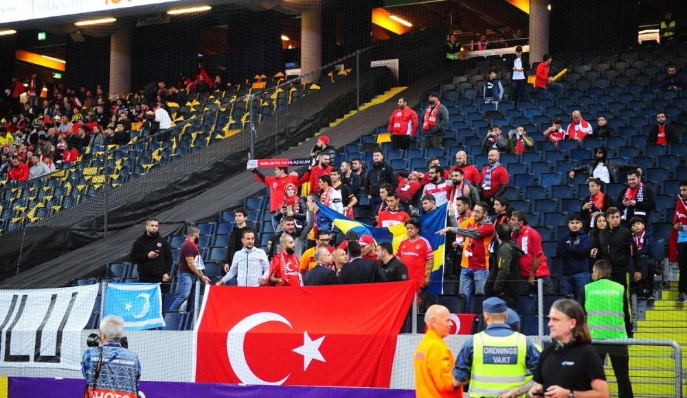 İsveç-Türkiye maçı öncesi Barış Manço'nun 'Dağlar Dağlar' şarkısı çalındı!