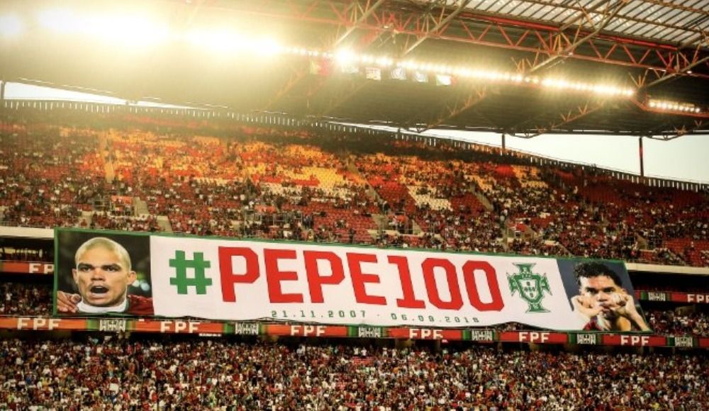 100. maçına çıkan Pepe'ye maç öncesi plaket verildi