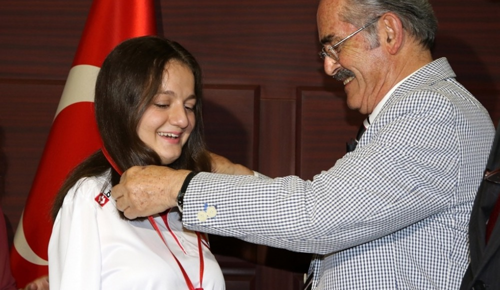 Milli paralimpik yüzücü Sümeyye Boyacı ödüllendirildi