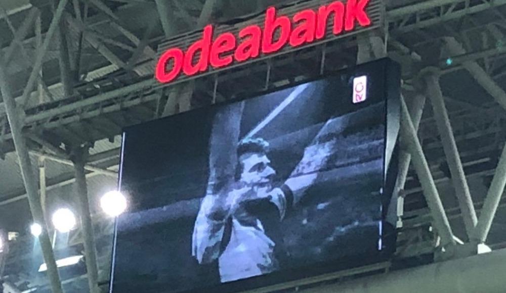 Türk Telekom Stadyumu'nda Metin Oktay anıldı