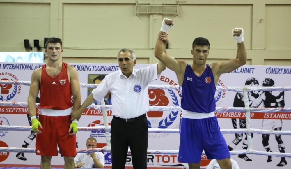 Ahmet Cömert Boks Turnuvası'nda yarı final müsabakaları sona erdi