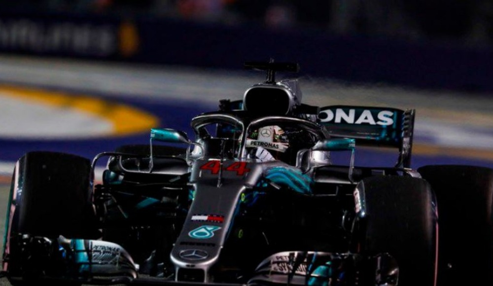 Singapur'da pole pozisyonu Hamilton'ın