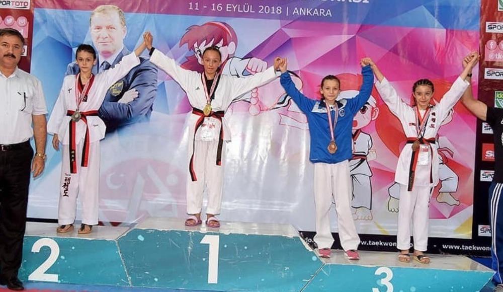 Minik Şüheda, tekvando 30 kilogramda Türkiye şampiyonu oldu
