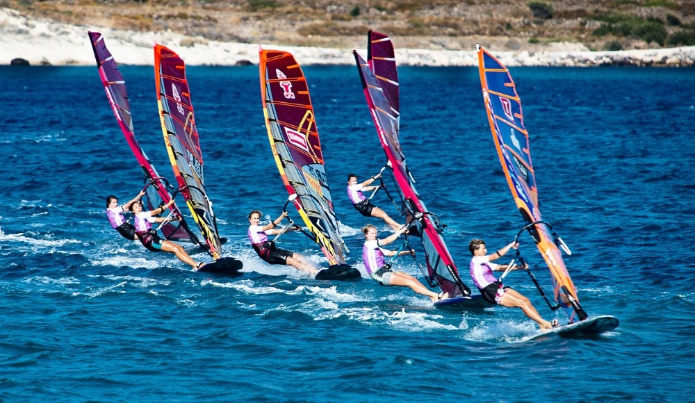 Rüzgar sörfünde heyecan İzmir'de devam edecek