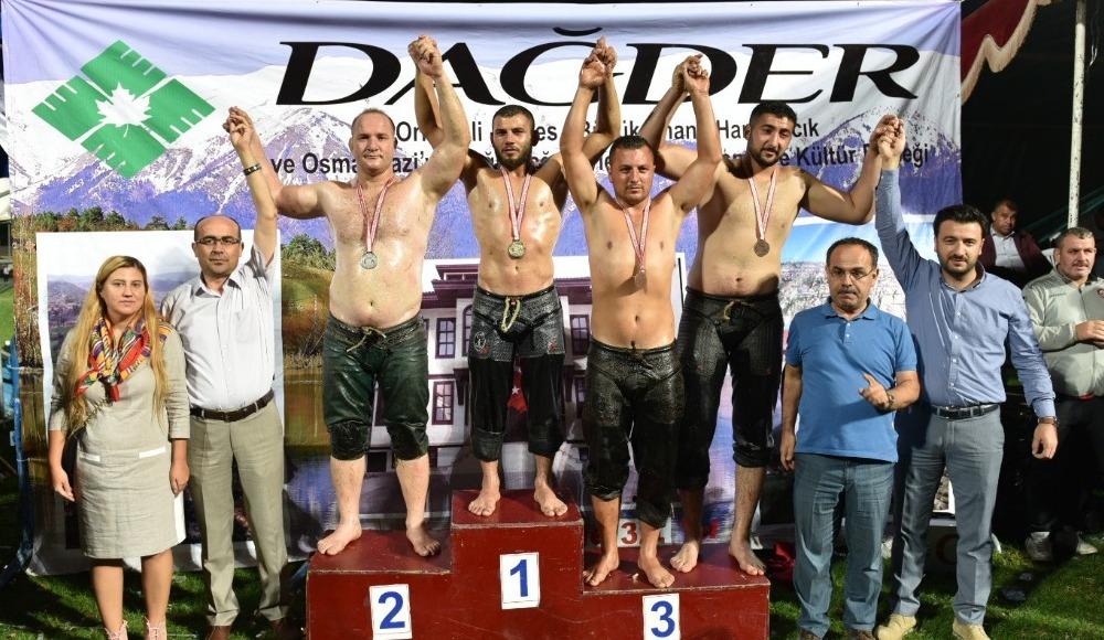 DAĞDER güreşlerinde başpehlivan Hamza Köseoğlu