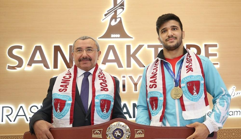 Sancaktepe Belediye Başkanı Erdem, dünya şampiyonu güreşçiyi kabul etti