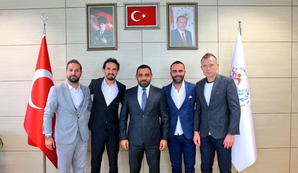 Eski futbolculardan Hamza Yerlikaya'ya ziyaret