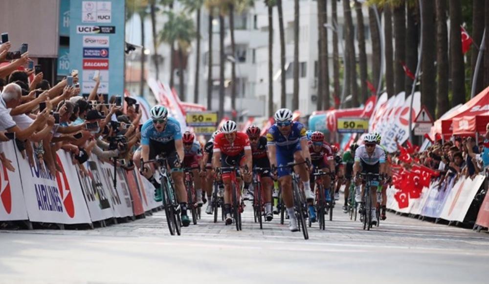 Cumhurbaşkanlığı Türkiye Bisiklet Turu'nun üçüncü etabını Sam Bennett kazandı