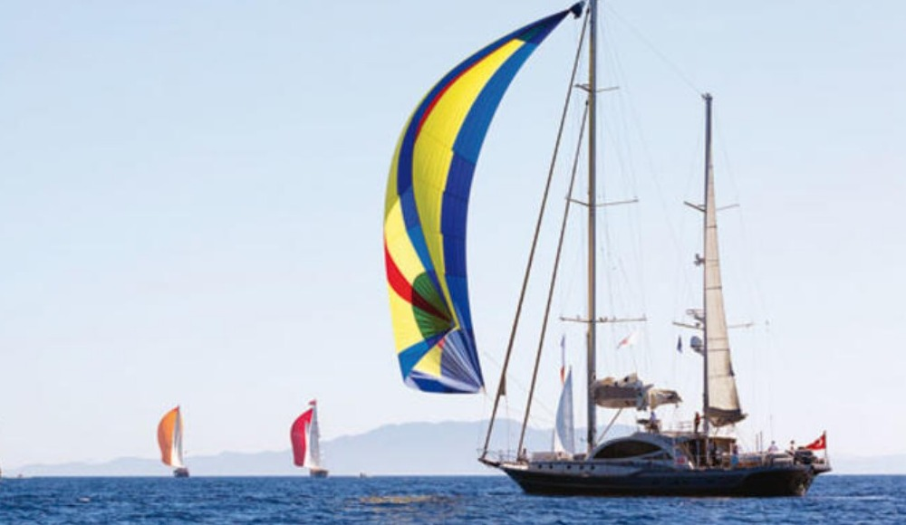 Yatlar İstanbul Boğazı'nda yelken açtı