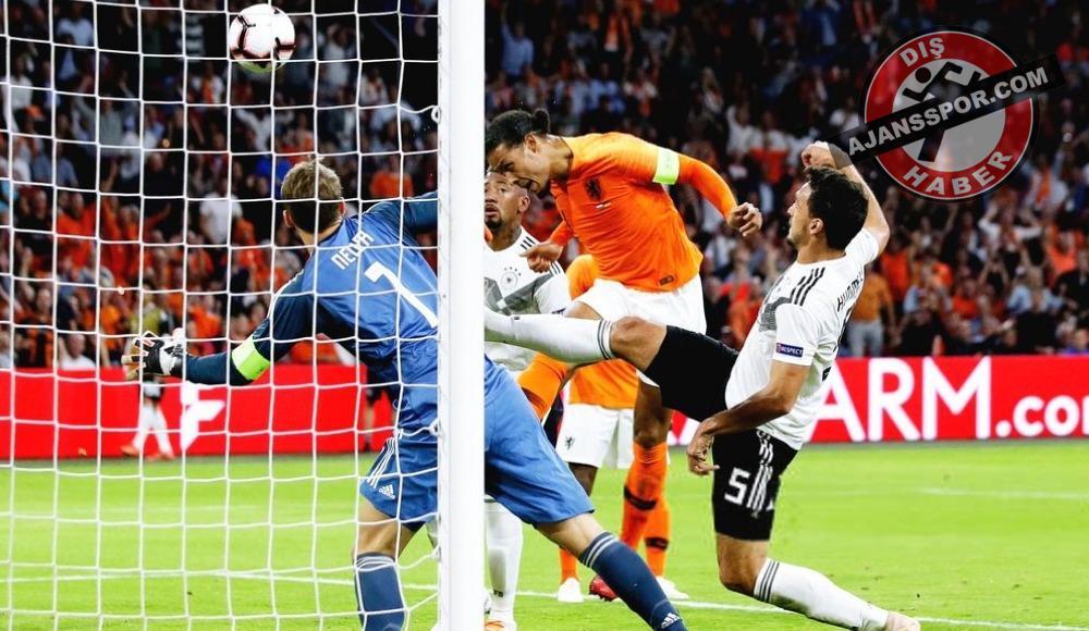 Hollanda, Almanya'yı 3-0 mağlup etti