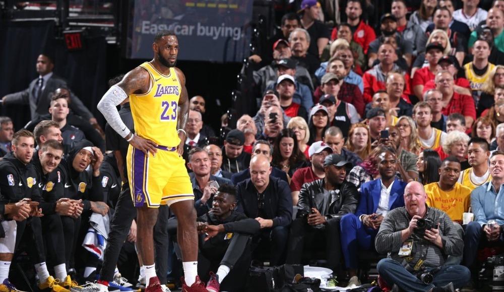 LeBron James, Lakers formasıyla ilk resmi maçına çıktı