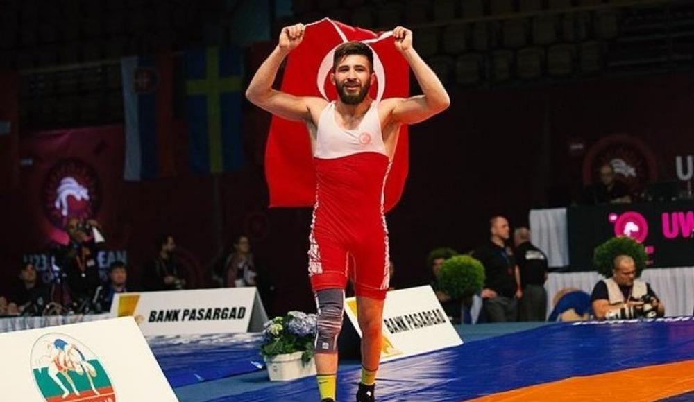 Dünya Güreş Şampiyonası'nda altın madalya!