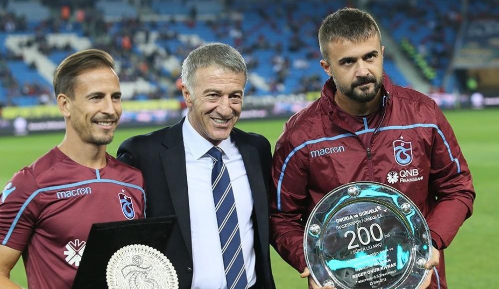Ahmet Ağaoğlu, Onur ve Pereira'ya plaket verdi