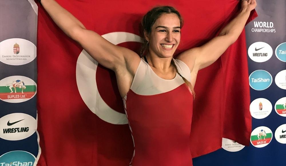 Kadın Güreş Milli Takımı bir ilke imza attı