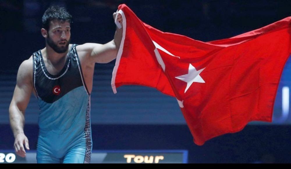 Metehan Başar, Dünya Güreş Şampiyonası'nda altın madalya kazandı