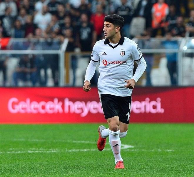 Beşiktaş'ta sakatlanan Güven Yalçın, oyuna devam edemedi