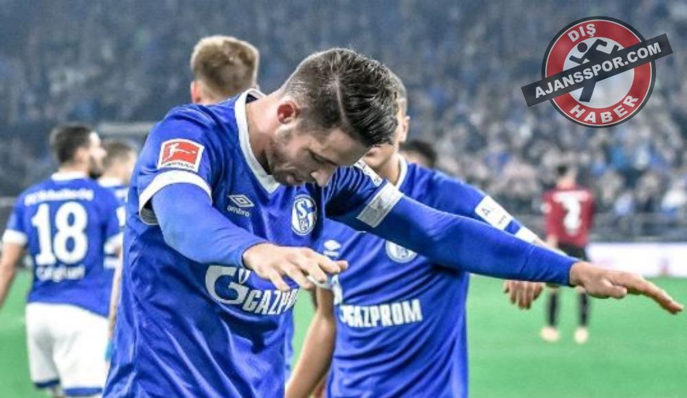 Schalke'nin golcüsü aşka geldi