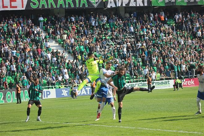 Sakaryaspor evinde ağırladığı Ankara Demirspor'u 2-0 mağlup etti