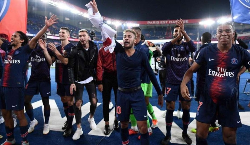 Maçlardan önce ve sonra taraftarı alkışlayıp binlerce euro kazanıyorlar! PSG'de şok gerçek...