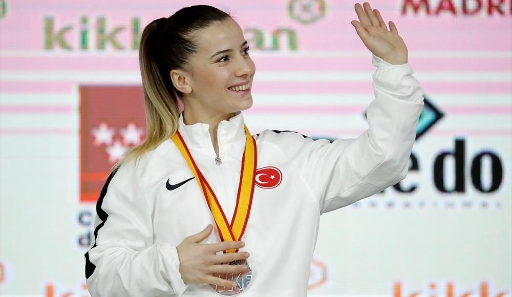 Serap Özçelik Arapoğlu'ndan gümüş madalya