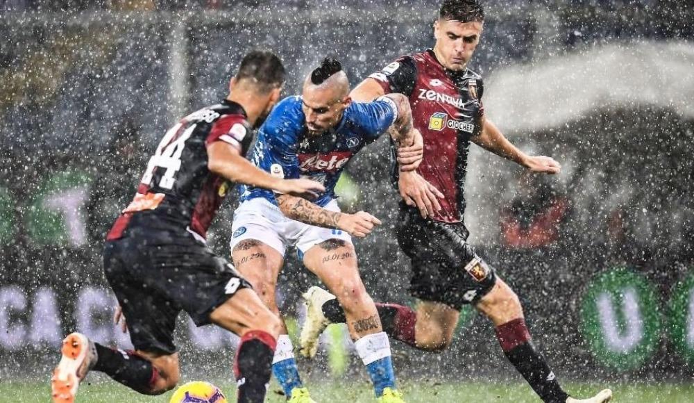 Napoli zorlandığı maçta Genoa'yı mağlup etti