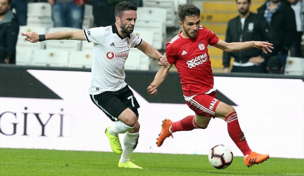 Beşiktaş'ta yeni kaptan Gökhan Gönül olacak!