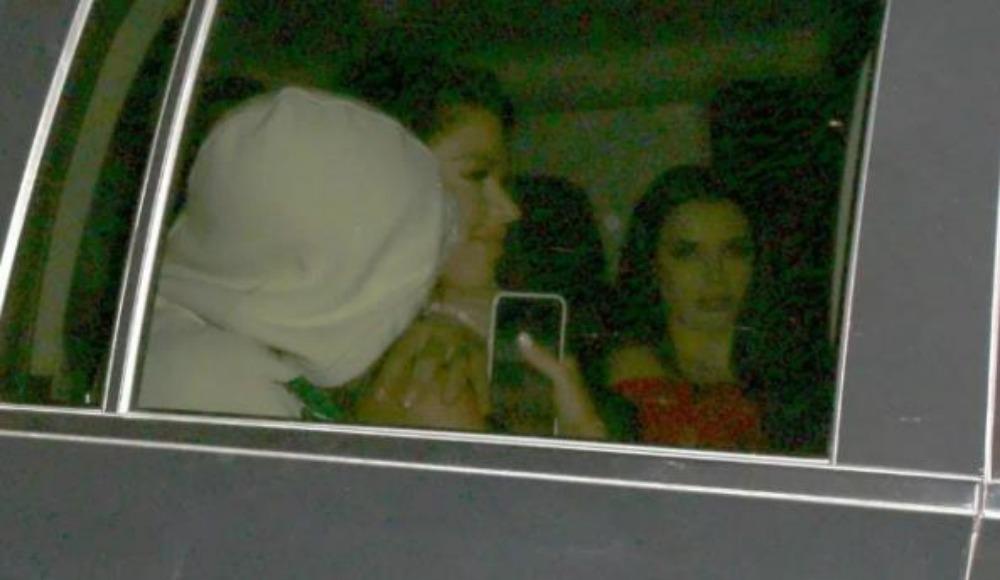 Yıldız futbolcu dört kadınla fena yakalandı!