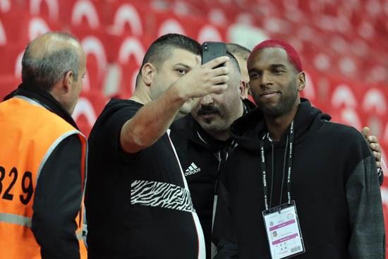 Beşiktaş, Babel'i kadroda tutmak istiyor