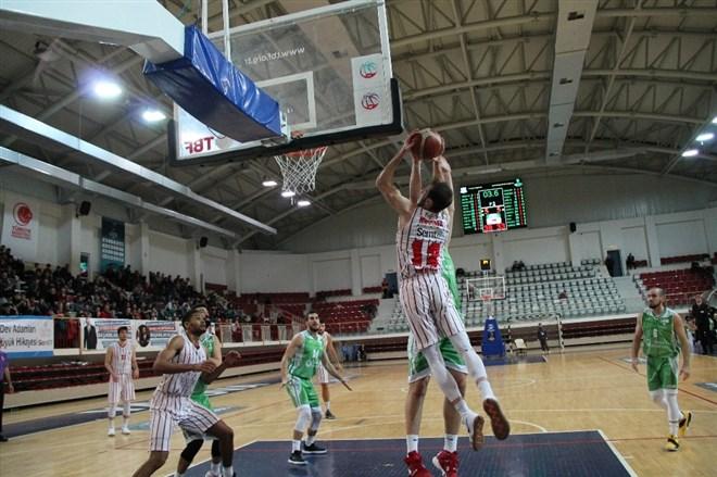 Türkiye Basketbol Ligi'nin 6. haftasında Yalova Belediyespor ilk galibiyetini aldı