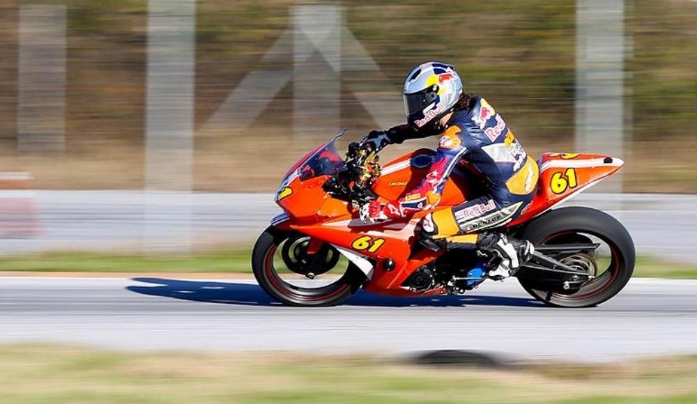 Özet - Milli motosikletçi Can Öncü'den tarihi başarı