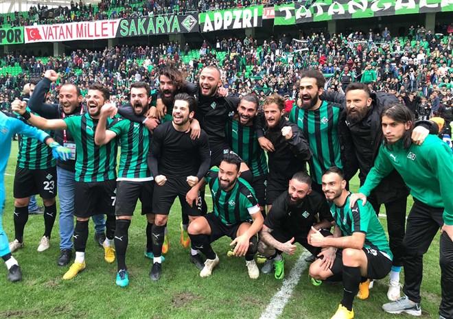 Sakaryaspor evinde konuk ettiği Gaziantepspor'u 6-0 mağlup etti
