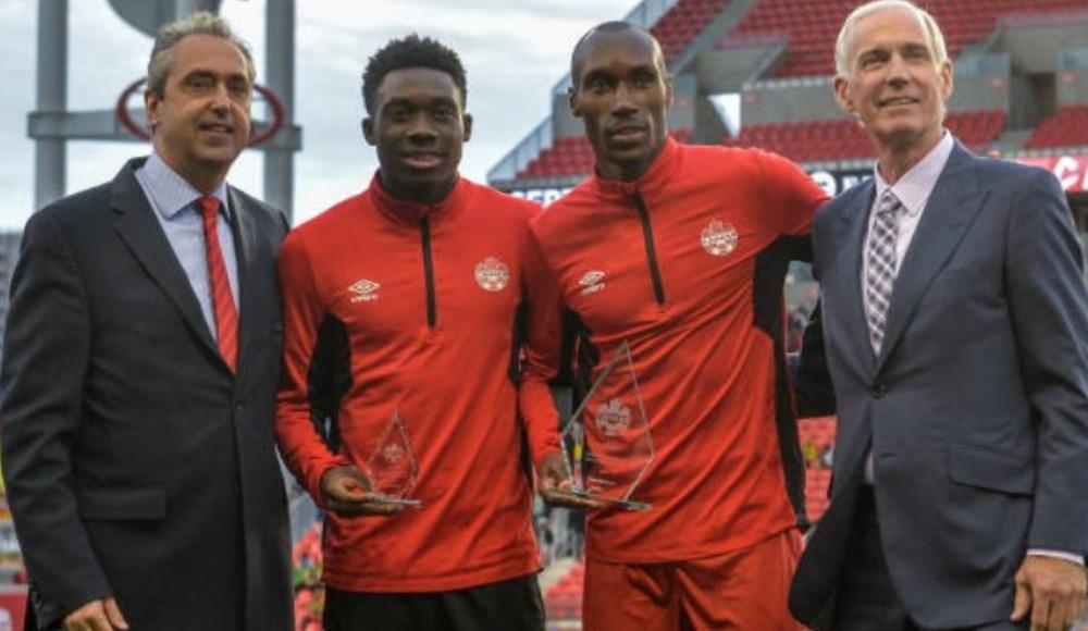 Atiba'dan Davies'e 'Bayern tebriği'