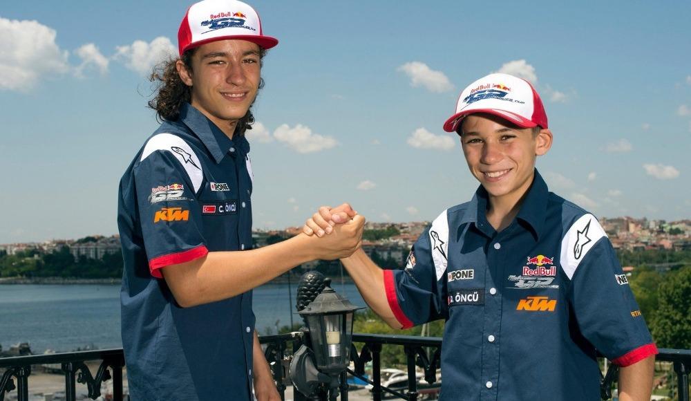 Milli motosikletçiler Can ve Deniz Öncü kardeşler, Dünya Gençler Şampiyonası'nda piste çıktı