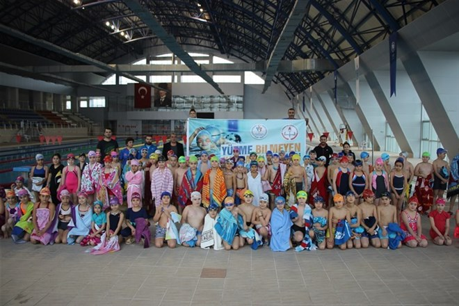 Karabük'te bin 500 çocuk yüzme kursu alacak