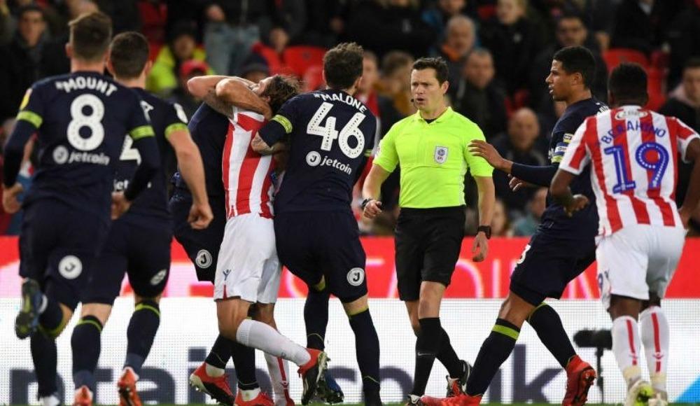 İngiltere'de Luis Suarez vakası! Rakibini ısırdı!