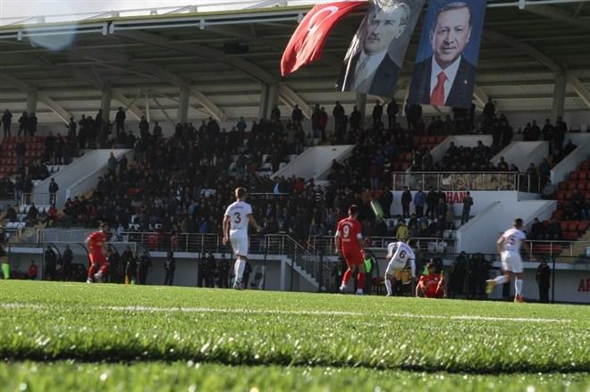 Ardahan 80. yıl Şehir Stadyumu'nun açılışı yapıldı