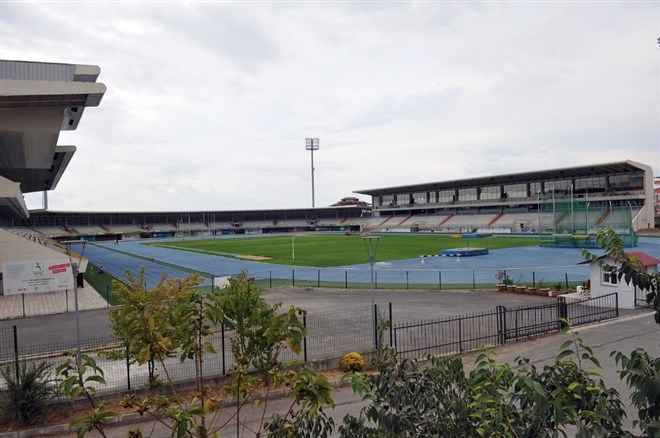 Söğütlü'deki Atletizm Stadı her gün cıvıl cıvıl