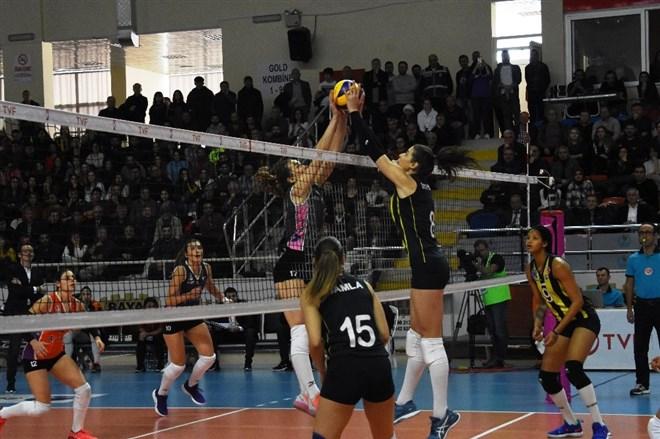 Çanakkale Belediyespor, evinde Fenerbahçe'yi 3-0 yendi