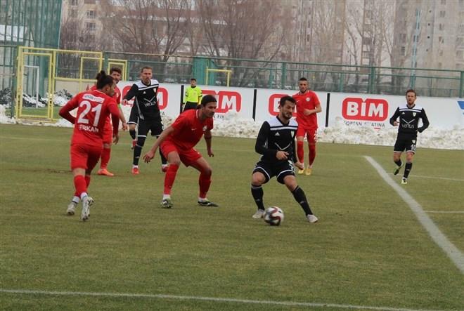Sivas Belediyespor, sahasında Manisa BŞB'yi 2-0 mağlup etti