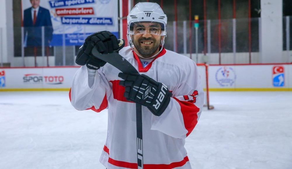 Hamza Yerlikaya üniversitelilerle buz hokeyi oynadı!