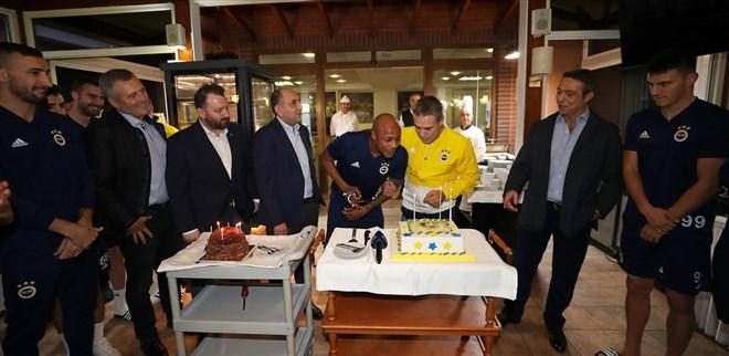 Fenerbahçe'de Yanal ve Ayew'e doğum günü kutlaması