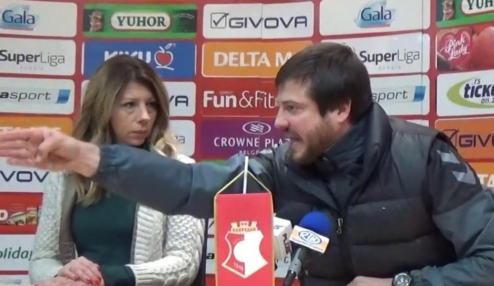 Video - Teknik direktör basın toplantısında çıldırdı!