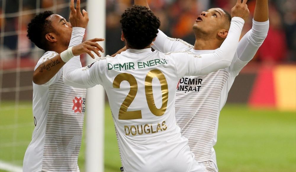 Beşiktaş, Douglas için Vagner Love'u bekliyor!