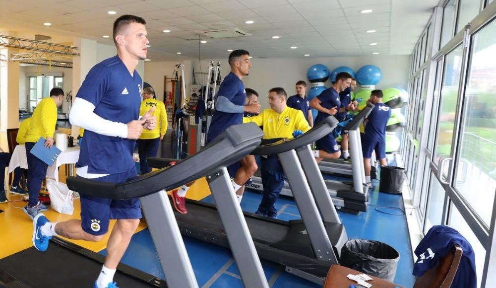 Fenerbahçe, ikinci devre hazırlıklarını Antalya'da sürdürdü